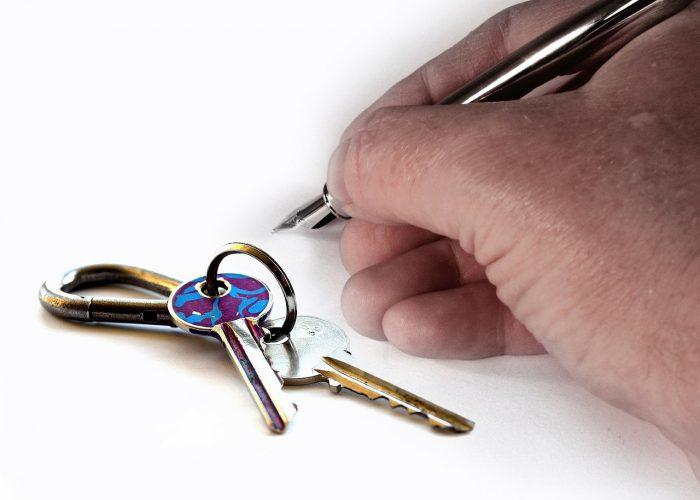 È possibile stabilire che l'inquilino rimborsi le tasse e le imposte relative ai beni a lui locati dal proprietario?